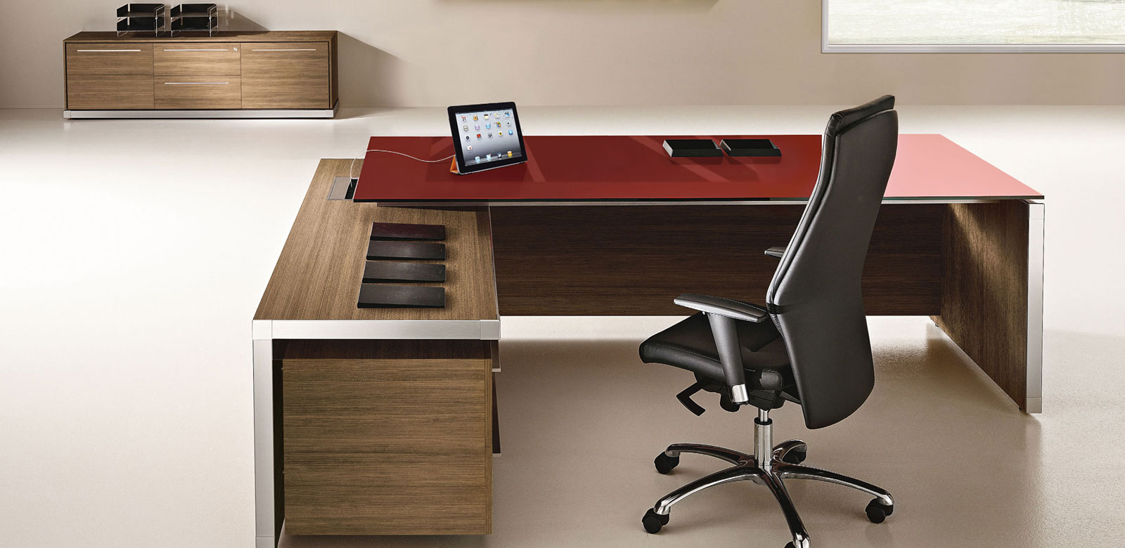 Arredo ufficio arredamento e mobili per ufficio su misura for Mobili per arredo ufficio